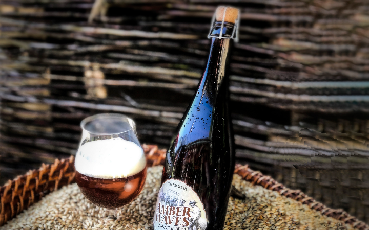 https://picobrewcontent.blob.core.windows.net/brewmarketplace/Beer/Gallery/001E7B4A424E4491AEEB8BD0D0F14C6E/PicoBrew GALLERY IMAGE Skagit malts and bottles and glass of Amber Waves 100-Mile Beer?lastmod=636627402690000000